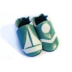 Chaussons cuir souple turquoise petit bateau sur l´eau