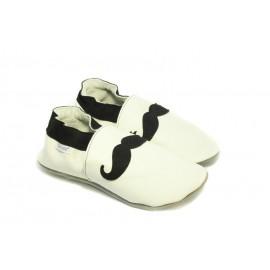 Chaussons cuir souple blanc tendance moustache