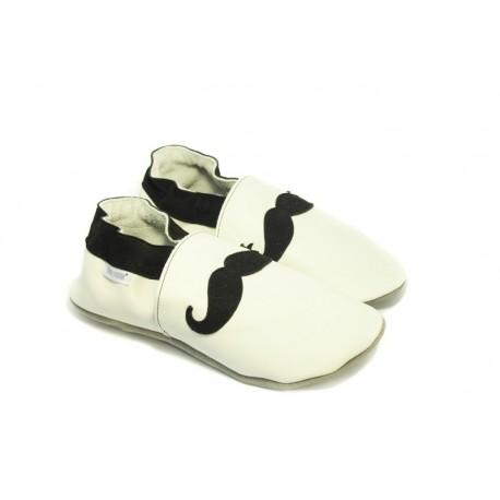 Chaussons cuir souple blanc tendance moustache noire