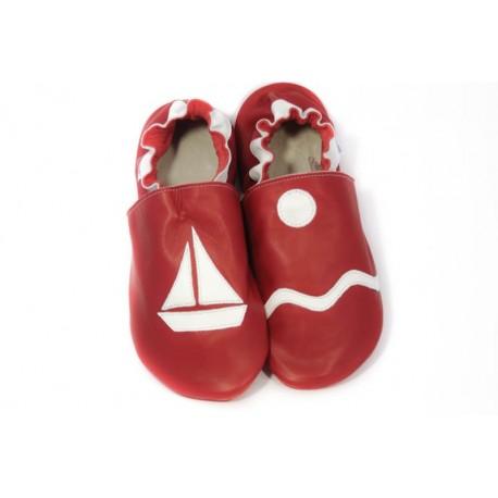 Chaussons cuir souple petit bateau rouge