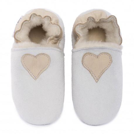 Pantoufles peau lainée blanche, coeur cream