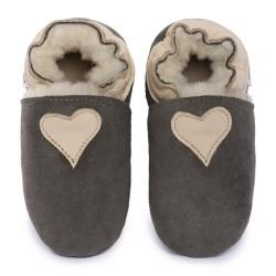 Pantoufles peau lainée grise, coeur beige