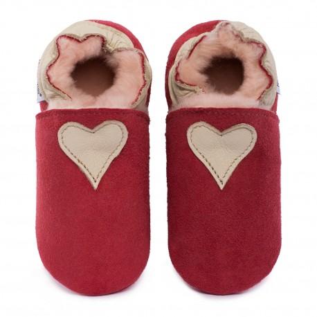 Pantoufles peau lainée rouge, coeur cream