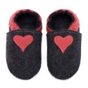 Chaussons en mérinos noir avec coeur rosso fueco