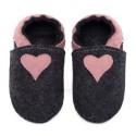 Chaussons en mérinos noir avec coeur cameo