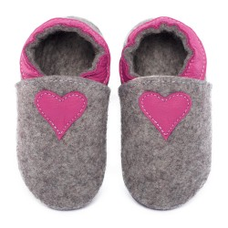 Merino slippers black with heart - fuxia