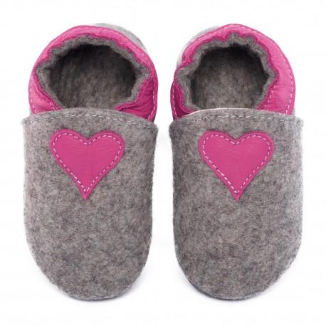 Chaussons en mérinos gris avec coeur - fuxia