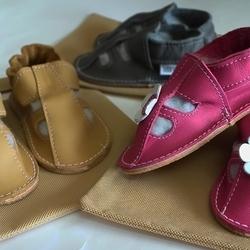 🇸🇰 Letné sandálky s gumenou podrážkou vo farbe fog, savanna a fuxia s kvetinkou sú vo výpredaji -20%☀️👣 🇲🇫 Ces sandales P´tites Gomme été en rose, gris et marron clair, sont à -20% sur notre e-shop☀️👣