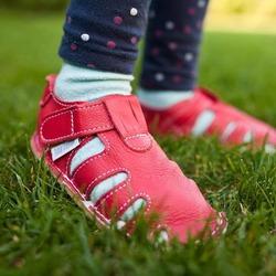🌞 Letné capačky so suchým zipsom 👣  👉🏼 vhodné na nosenie von 👉🏼 vyrobené z kvalitnej, mäkkej kože  👉🏼 podrážka je z tenkej gumy, typickej pre barefoot obuv #tomarcreation #capačky #barefootshoes #sandalky #sandals #vyrobenenaslovensku #madeinslovakia #summerslippers #handmade #leather #barefootslippers